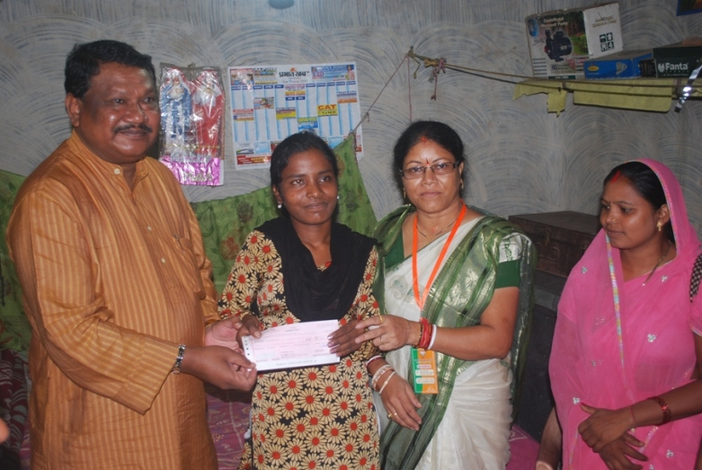 Rs10000 cheque to Julia Minz by MTA
